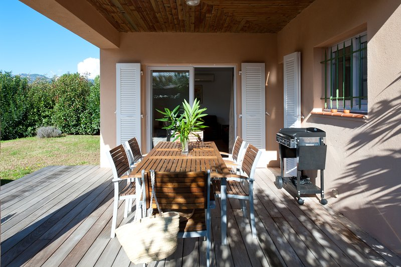 Villa Rossa 4, villa de standing 4*, plage à pied, piscine chauffée, 3 chambres, aluguéis de temporada em Porto-Vecchio