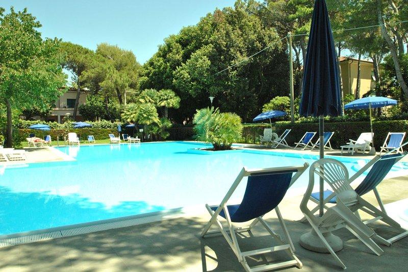 In residence sul mare con piscina - Mono tipo D, vacation rental in Castiglioncello