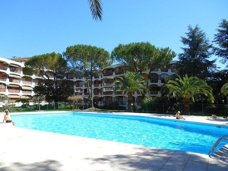 Villa sur le toit, Résidence standing avec piscine, Parking Privé et Sécurisé, holiday rental in Mandelieu-la-Napoule