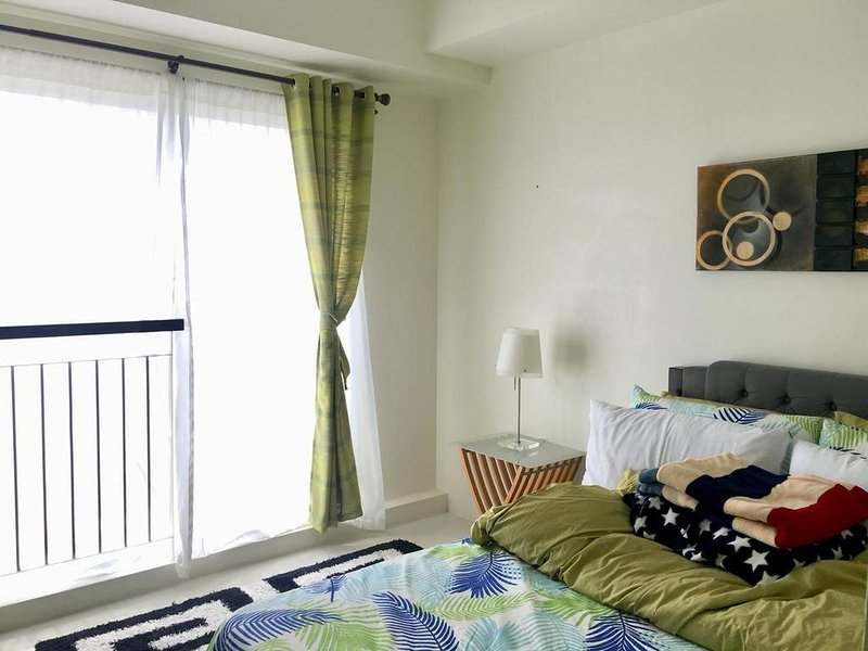 A Modern Condo Unit with a Homely Atmosphere!, alquiler vacacional en Talisay