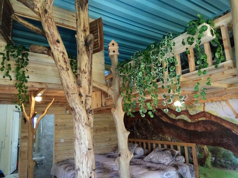 Treehouse Villa Putra Tunggal Lembang, location de vacances à Cihanjuang Rahayu