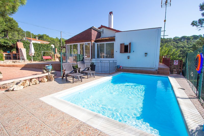 Catalunya Casas: Villa Harmony , only 15 km from the great beaches of Calafell!, holiday rental in Figuerola del Camp