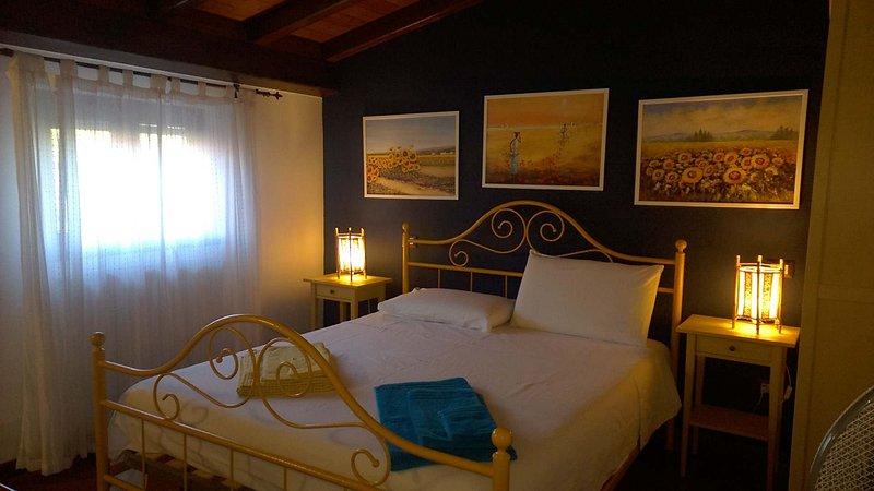 'Etna' al centro storico di Linguaglossa, una caratteristica casa indipendente, holiday rental in Solicchiata