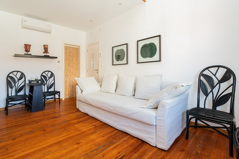 Relaxing Vibe Deco Mezzanine flat for 4 Has Washer and Wi-Fi ...