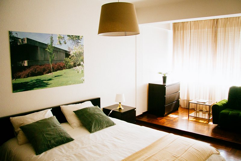 Typical & Bright Apartment in Campo Grande, Lisbon, holiday rental in Odivelas