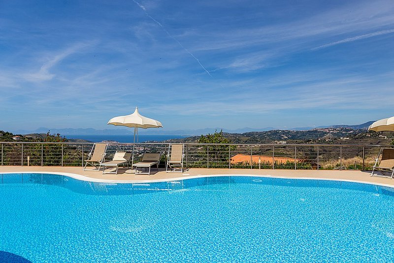 Camella Villa Sleeps 4 with Pool Air Con and WiFi - 5229681, vacation rental in Torchiara