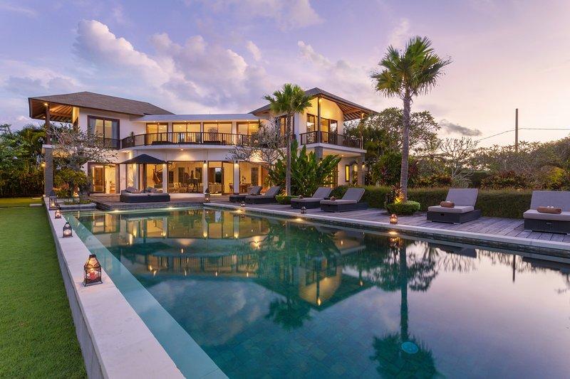Uma Nina, Luxury 5 Bedroom Villa+Car+Driver, Jimbaran, holiday rental in Jimbaran