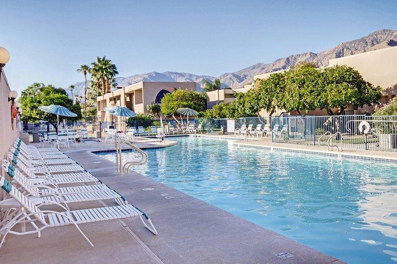 Vista Mirage Resort Pool.
