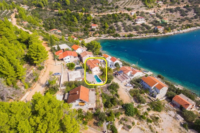 Vela Luka Holiday Home Sleeps 12 with Pool and Air Con - 5586490, holiday rental in Vela Luka