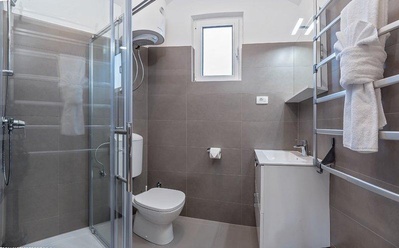 A1 (6): baño con inodoro