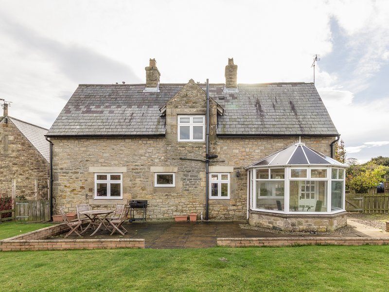 THE ANNEXE, EASTFIELD HALL, pet friendly, country holiday cottage, with a, holiday rental in Guyzance