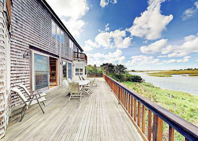 Waterfront Home on Bucks Creek Marsh w/ Private Deck, Dock & Kayaks, vacation rental in West Chatham