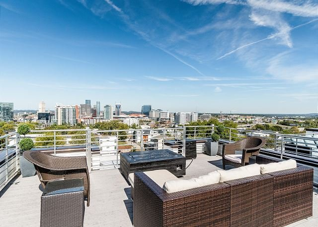 Luxe New House near Downtown & Music Row – Rooftop Deck w/ Panoramic Views – semesterbostad i Nashville
