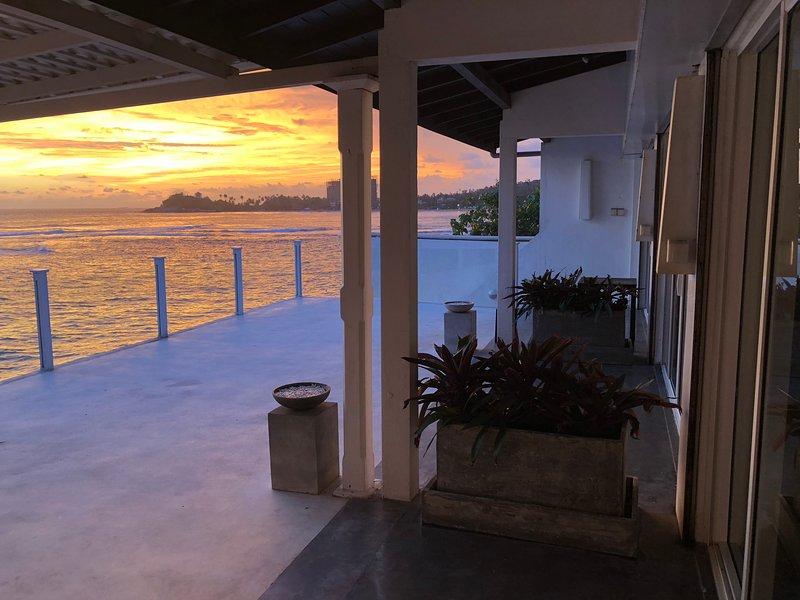 Beach Villa Galle Henna Beach House, Unawatuna - 3 bedrooms, incl. breakfast., holiday rental in Unawatuna