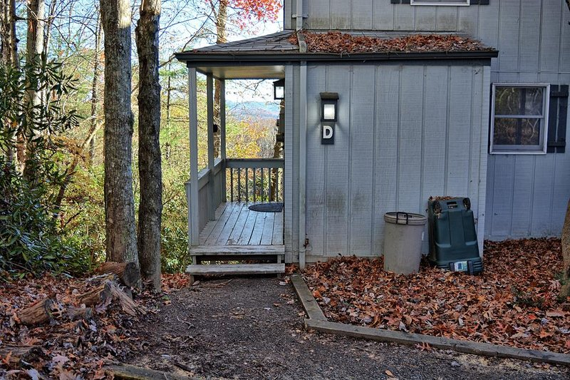 The Tree House-Affordable 2 BR Condo with WIFI & Arcade Game, Pets Considered wi, holiday rental in Fleetwood
