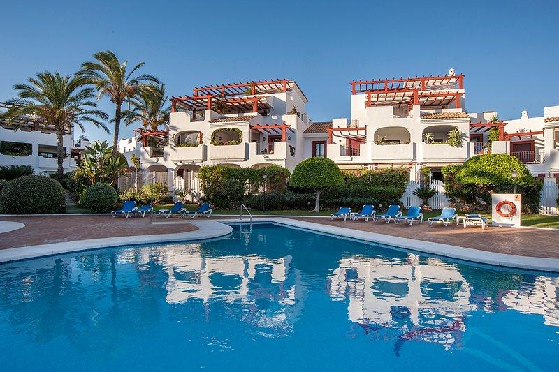 Spacious 3 Bedroom/2.5 Bathroom Beach Apartment Superb Location Easy Access All, holiday rental in San Pedro de Alcantara