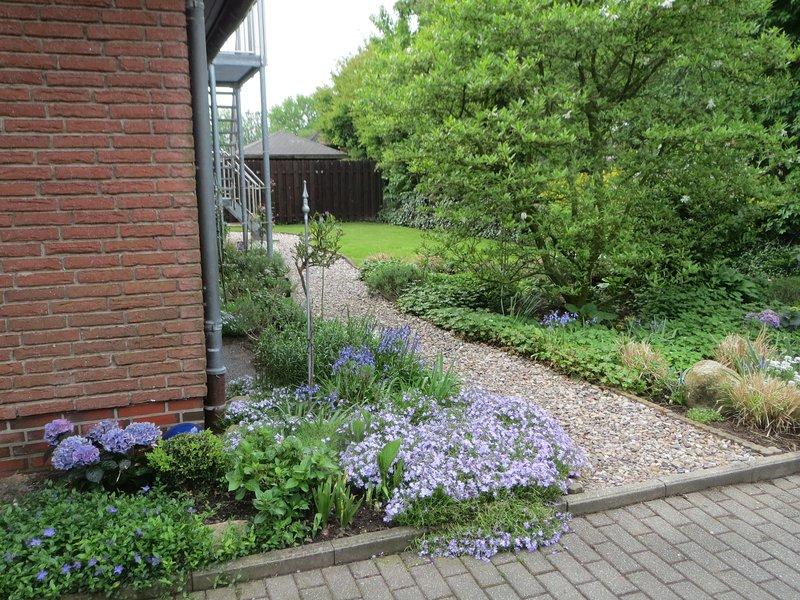 Chemin vers l'appartement et le jardin des invités