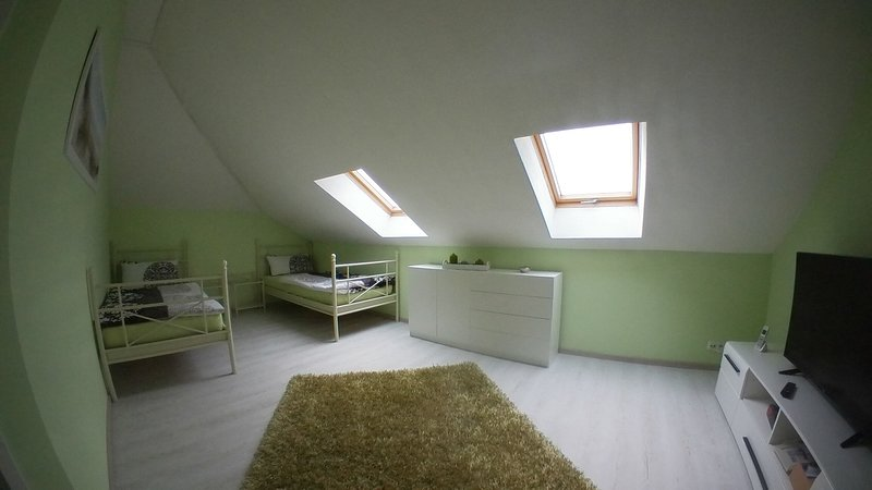 House for up to 6 pers., 160m², 3 bedrooms, 2 baths, kitchen, dining/living room, location de vacances à Brandenburg City