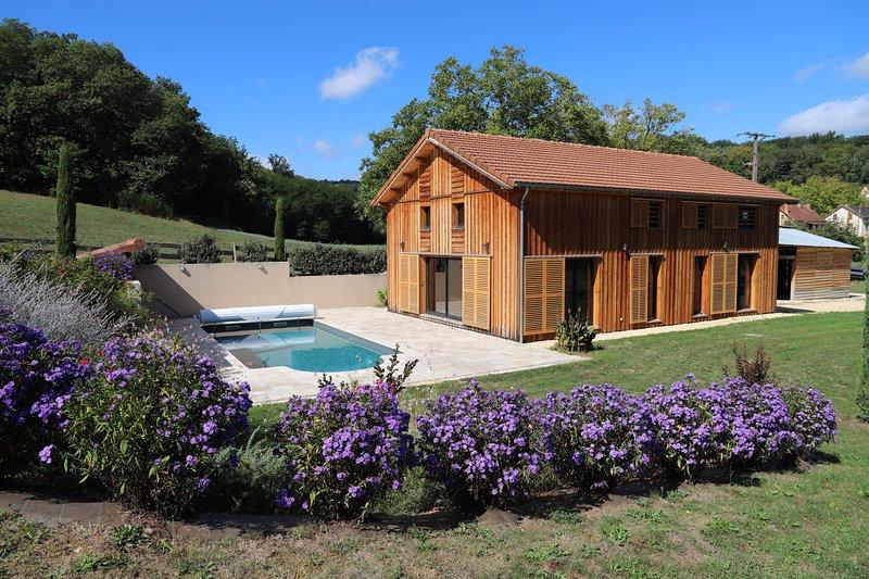 La maison, la piscine et le jardin