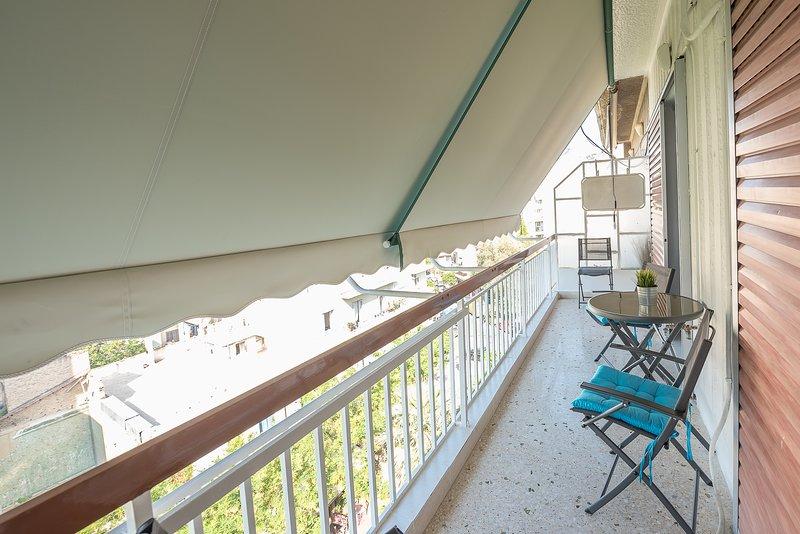 Relájate en nuestro luminoso balcón.