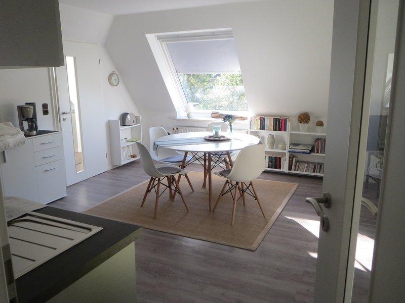 Le soleil brille dans l'appartement