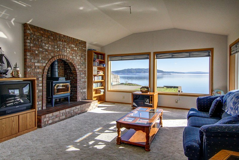 A waterfront location on South Puget Sound awaits you at this vacation rental!