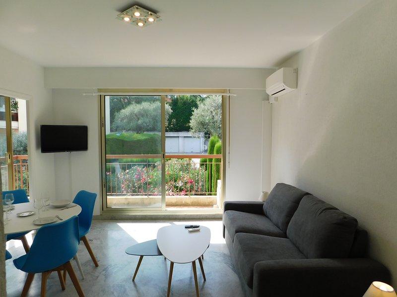 Bel Appartement climatisé avec parking et piscine, location de vacances à Villeneuve-Loubet