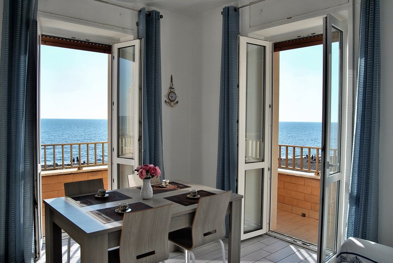 Appartamento fronte mare, holiday rental in Ladispoli