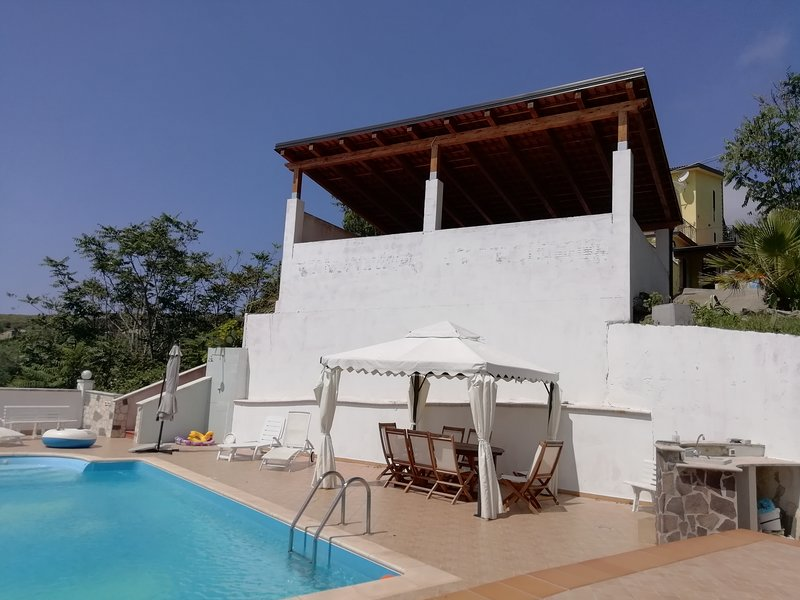 Fantastic villa amazing view, vacation rental in Belmonte Calabro