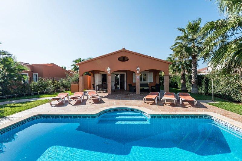3 Bedroom Villa Peonia, Cala en Bosch, Menorca, alquiler vacacional en Cala'n Bosch