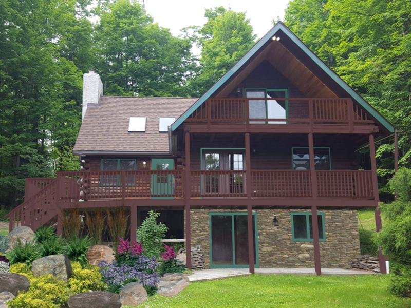 Welcome to Equestrian House Log Cabin - Poconos Best Country Getaway