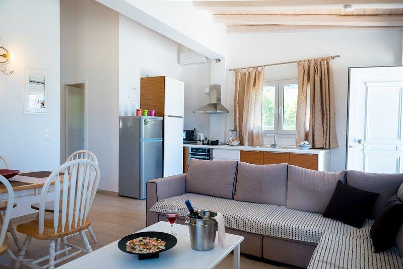 Apartment Sofia - Beachfront, location de vacances à Peroulion