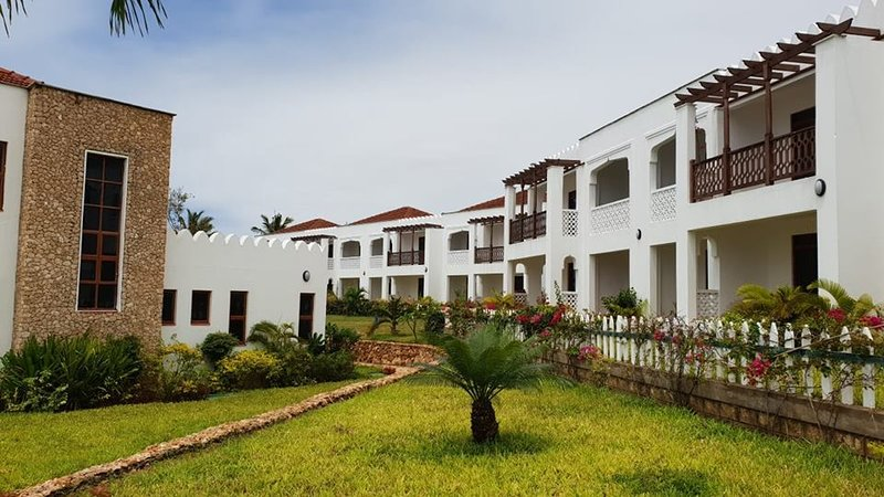 3 Bedroom Beach Apartment, holiday rental in Vipingo