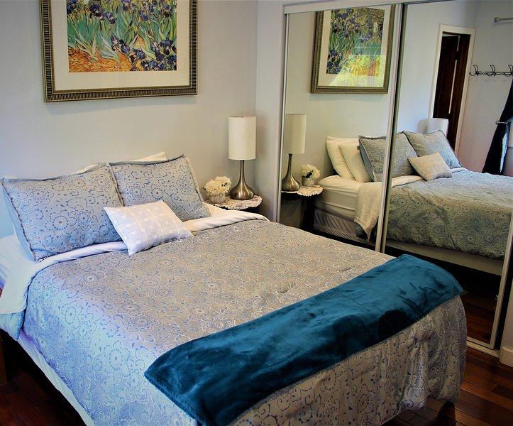 Cozy Queen Bed!