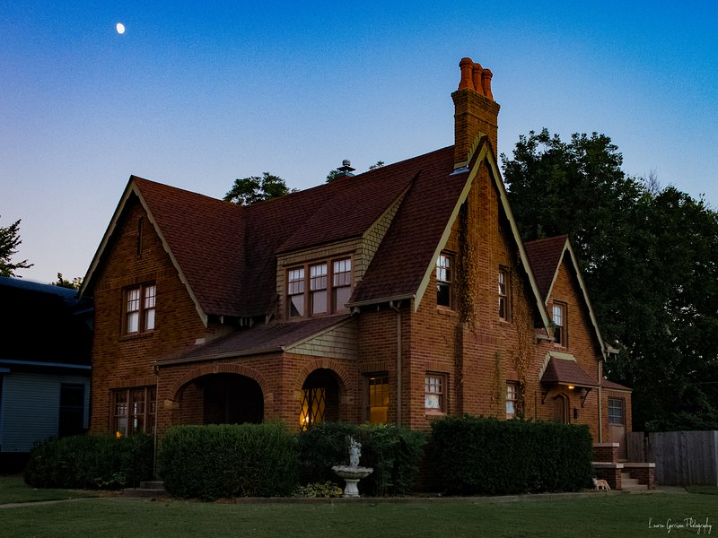 Mayberry Mansion, Historic District Downtown Claremore, vacation rental in Claremore