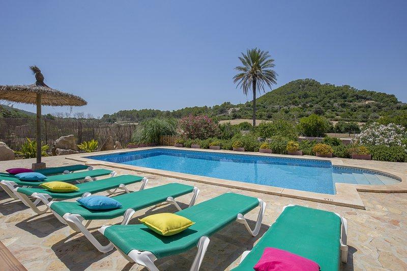 Encantadora casa rústica con piscina en Felanitx, vacation rental in Felanitx