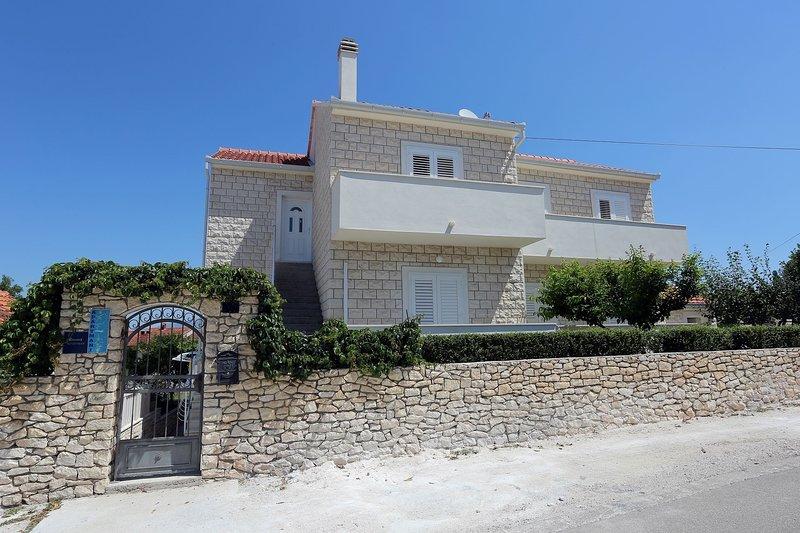 Ali - modern apartments: A1(4+1) - Supetar, holiday rental in Supetar