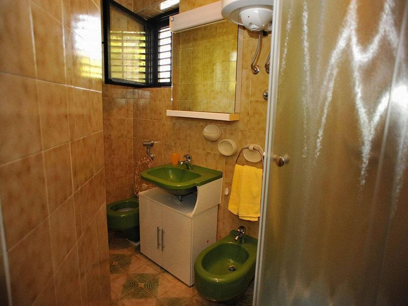 A3 Bera (2 + 1): salle de bains avec toilette