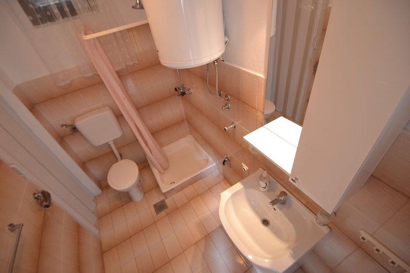 A1 (2 + 2): badkamer met toilet