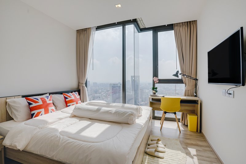 Stylish 1Bed Apt w/ Balcony in The Line Jatujak-Mochit Condo!, vacation rental in Lat Phrao
