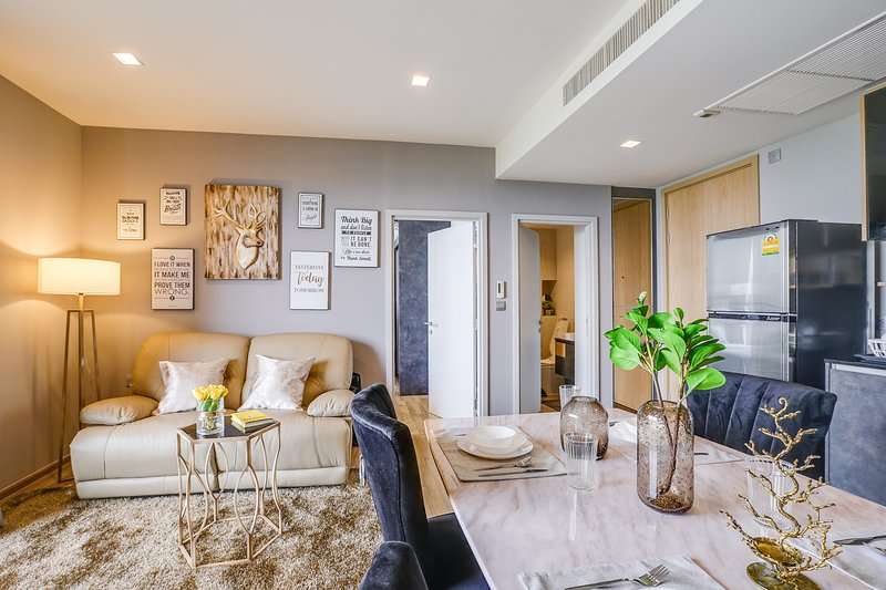 Elegant & Modern 1Bed condo close to BTS Mo Chit & MRT Chatuchak Park, vacation rental in Lat Phrao