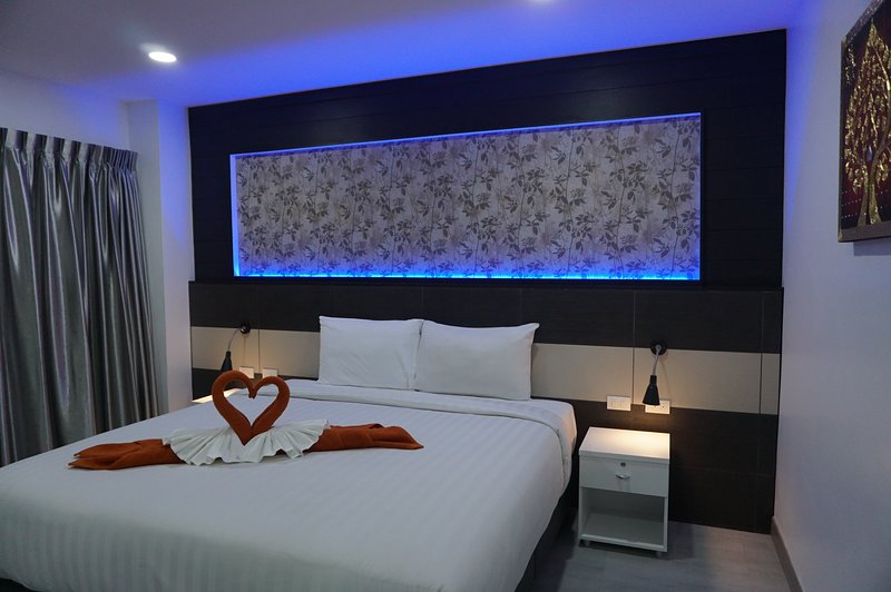 Heaven Apartment - Street Side (4th Floor), vacation rental in Patong