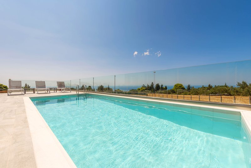 Three-Bedroom Apartment with Private Pool, holiday rental in Kampi
