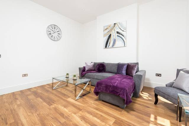 Stunningly Luxurious London Apartment (MHB350), holiday rental in Wood Green