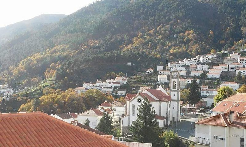 Spacious house with mountain view, location de vacances à Covilha