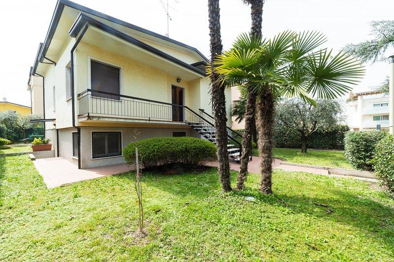 68 - PALM GARDA BEACH, holiday rental in Desenzano Del Garda