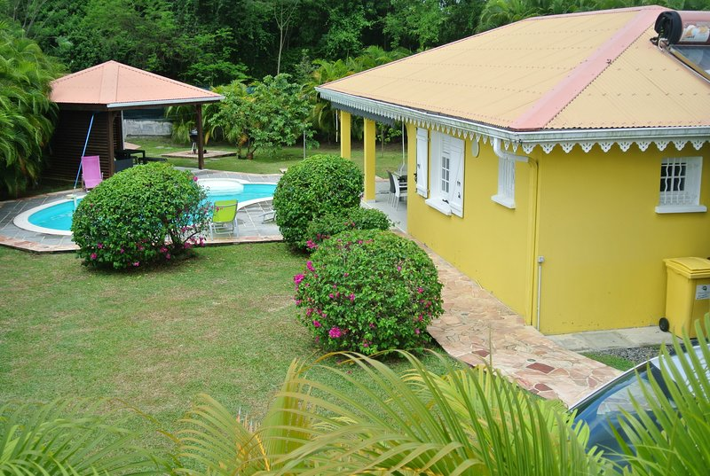 Nice villa with swimming-pool, vacation rental in Riviere-Salee