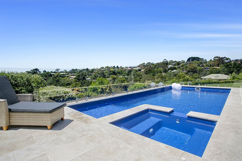 Perla Marina - Luxury Family Retreat with heated pool, spa, water views, location de vacances à Mt Martha