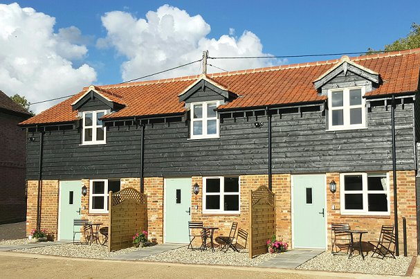 The Granary, three 2 bedroomed cottages close to M1 and A5 in bedfordshire