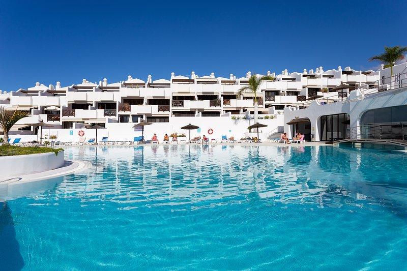 LUXURY BUNGALOW IN COSTA ADEJE, vacation rental in Playa Paraiso